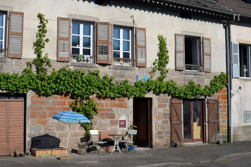 """shows the fassade on the """"rue des fosses"""" side"""